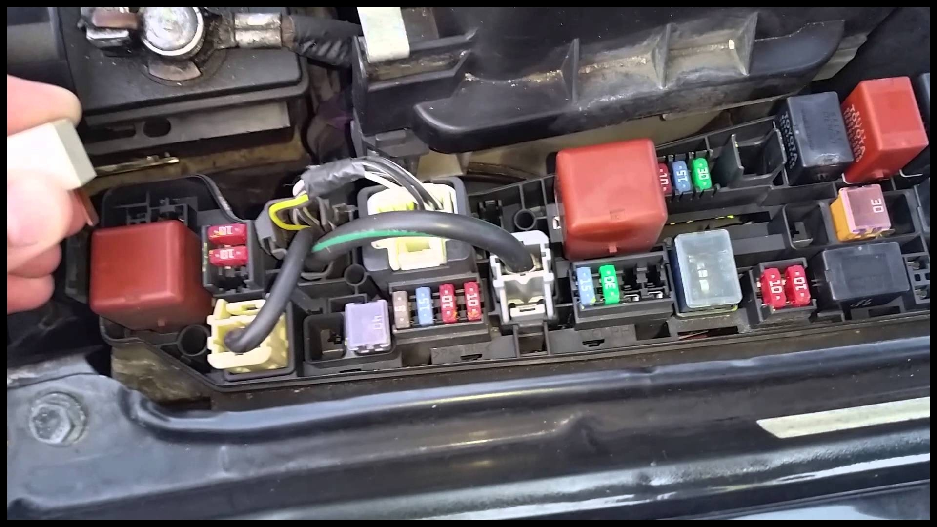 Toyota Corolla 99 03 AC clutch not engaging AC clutch relay not working location