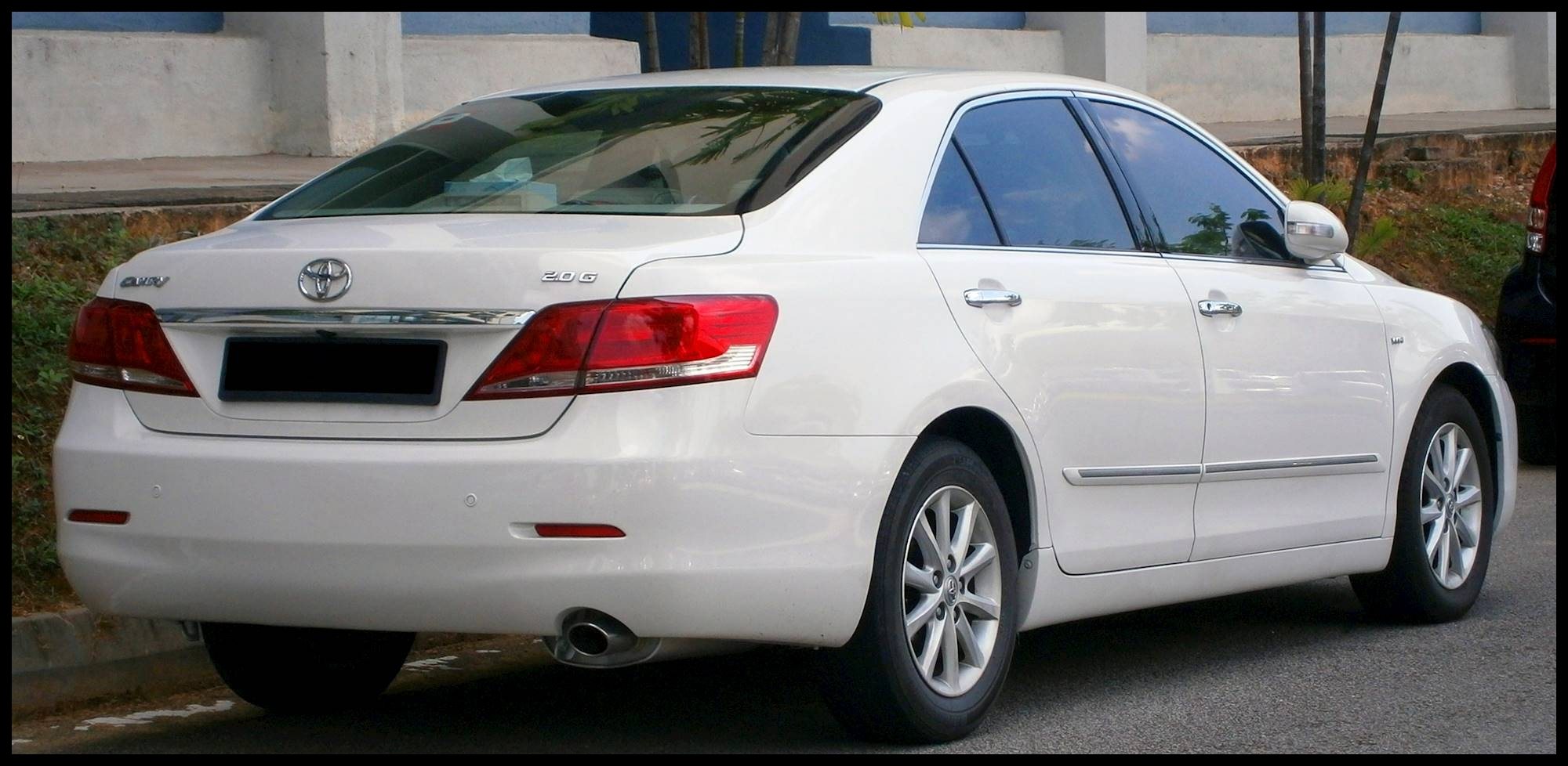 2009 Toyota Camry XLE V6 w Navigation System 4dr Sedan 6 spd sequential shift control auto w OD
