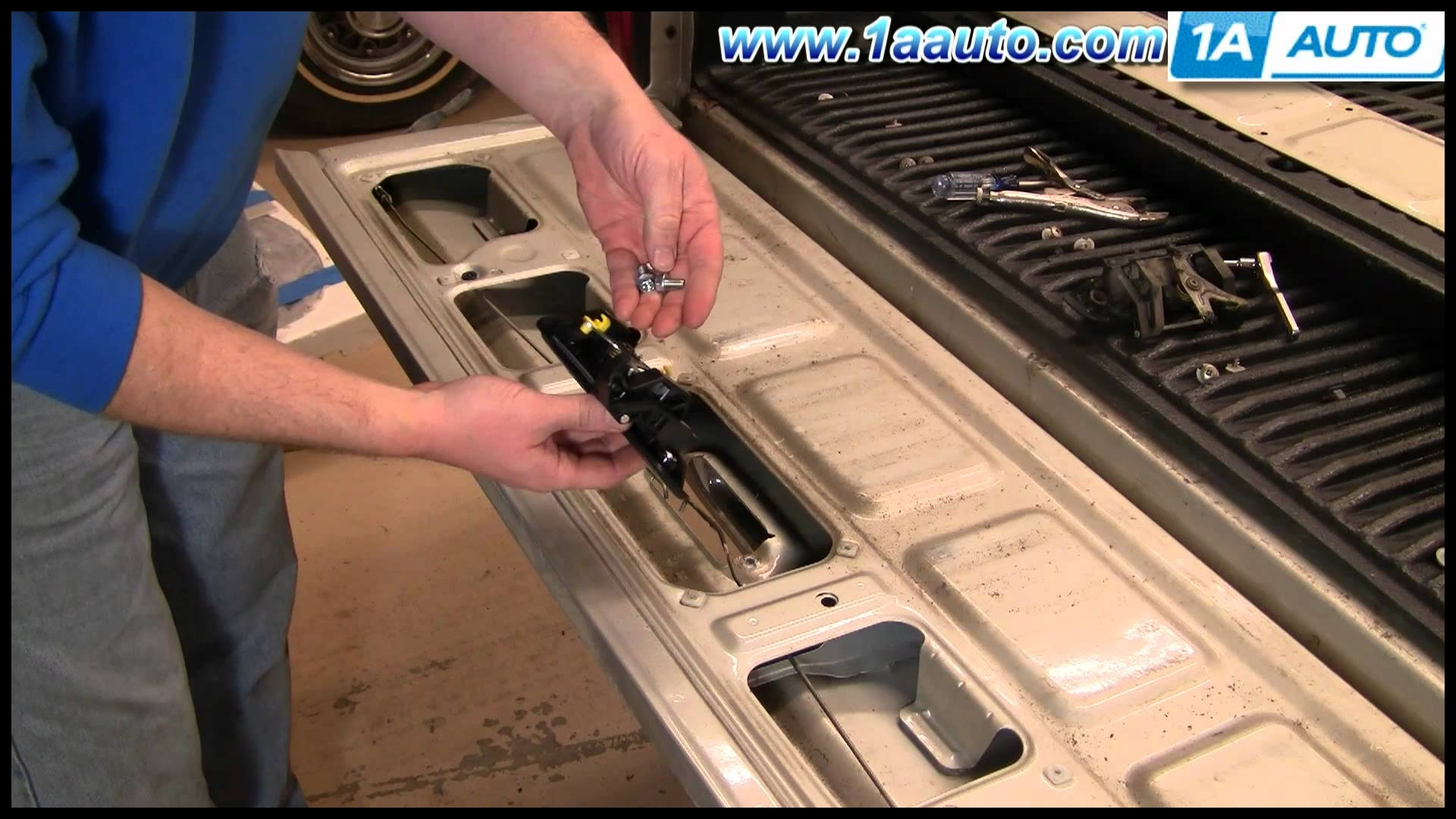 How to Install Replace Broken Tailgate Handle Toyota Ta a 95 04 1AAuto