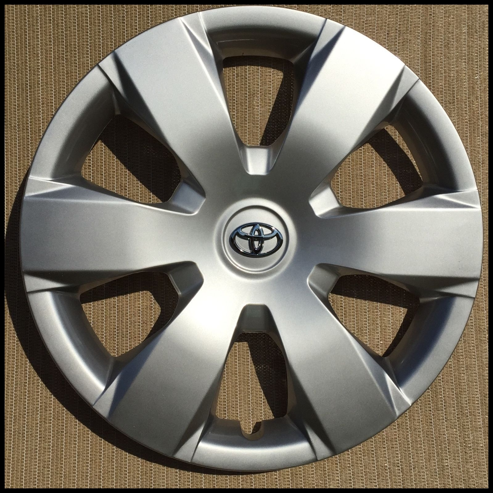 2006 toyota Camry Hubcaps Nice Awesome 16 Hubcap Wheelcover Fits 2007 2011 toyota Camry 2017