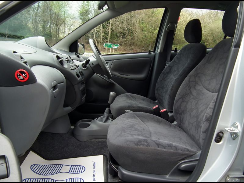 2009 toyota Yaris Seat Covers