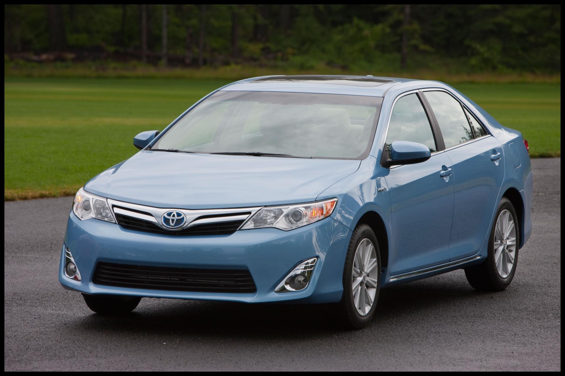 2013 Toyota Camry Sedan Image 01