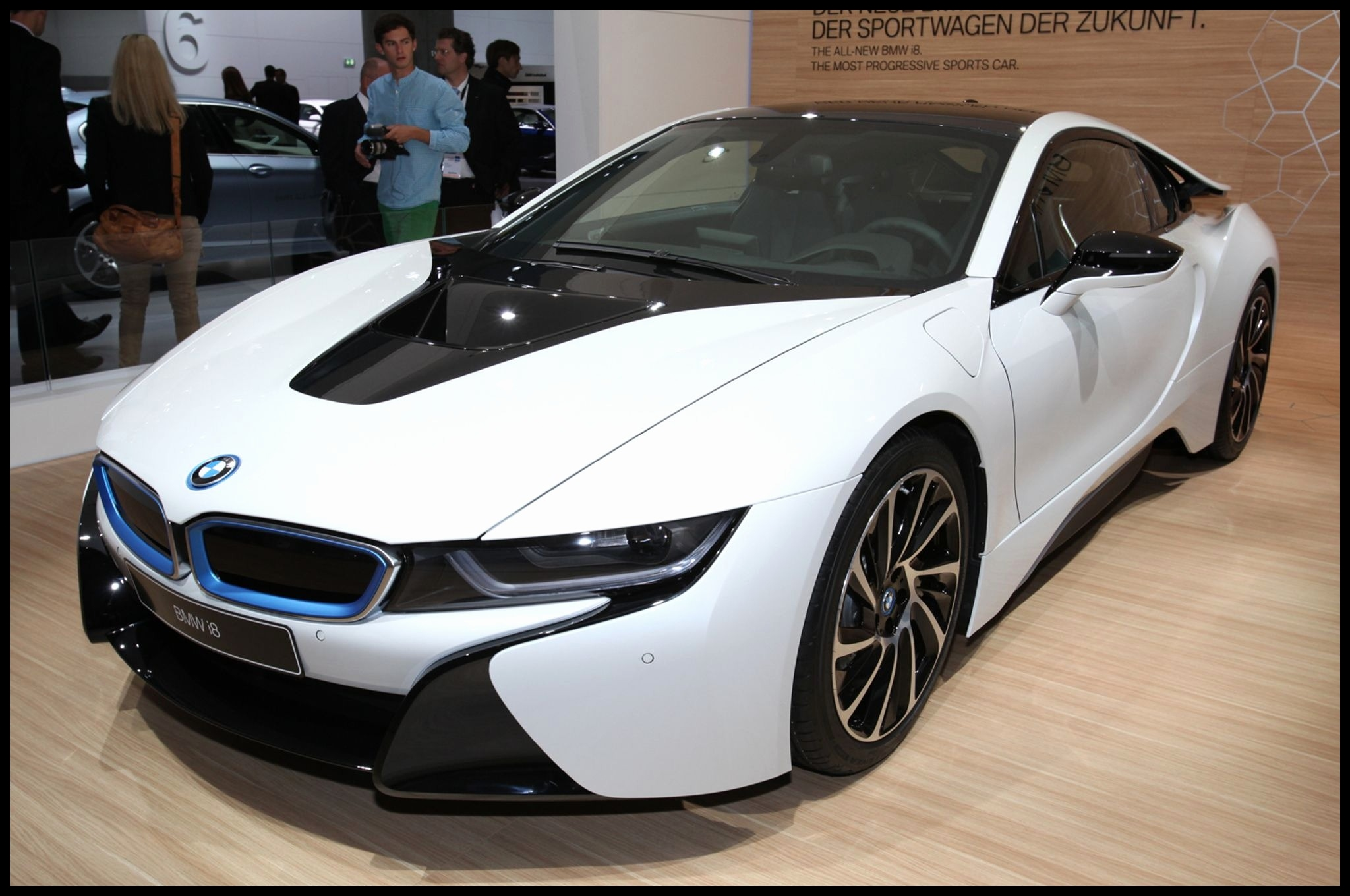 2014 BMW i8 Hybrid White Release Front Widescreen Wallpaper