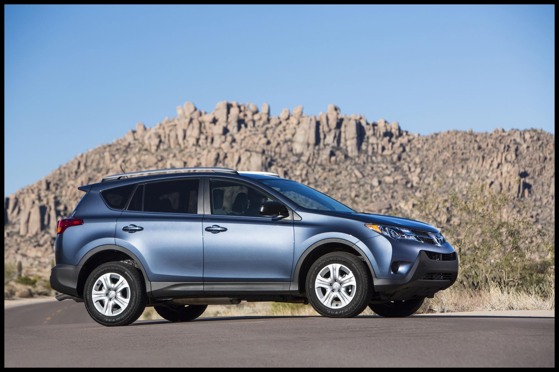 2015 Toyota RAV4 SUV photo 01
