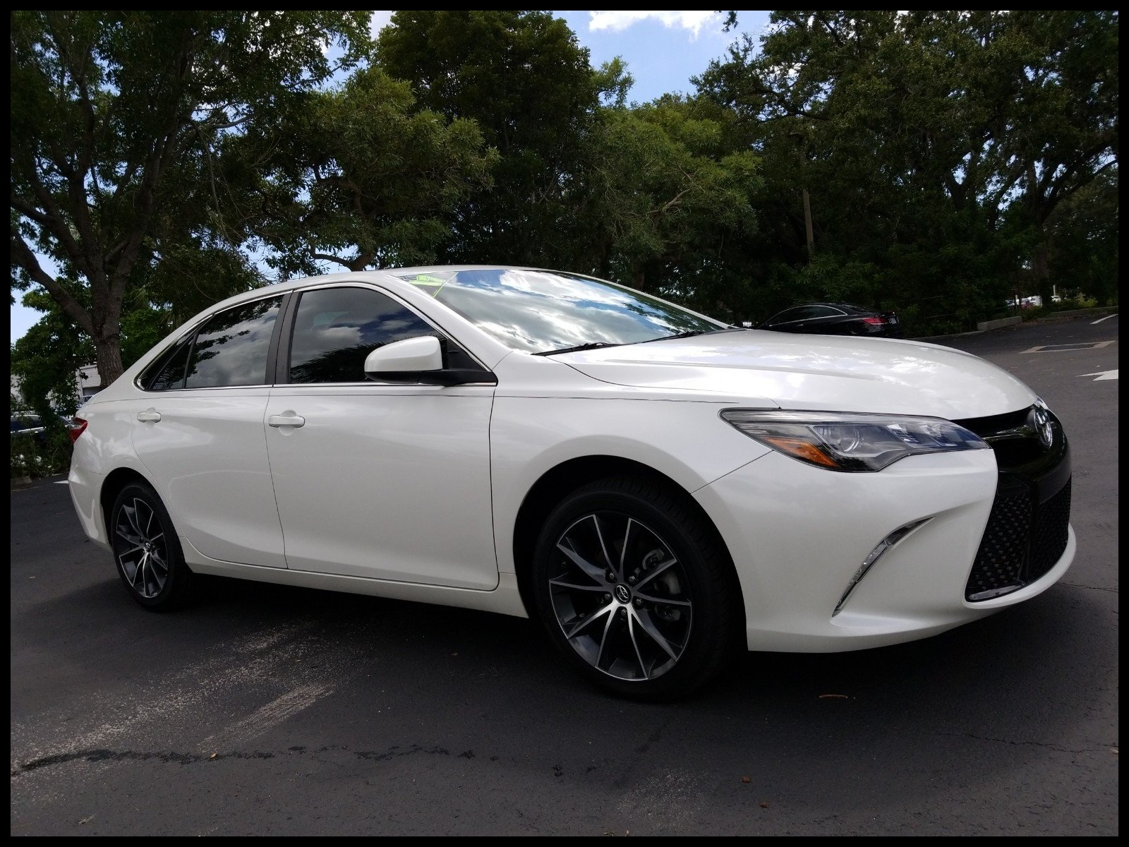 Pre Owned 2017 Toyota Camry XSE V6 MOONROOF ENTUNE TOUCH SCREEN