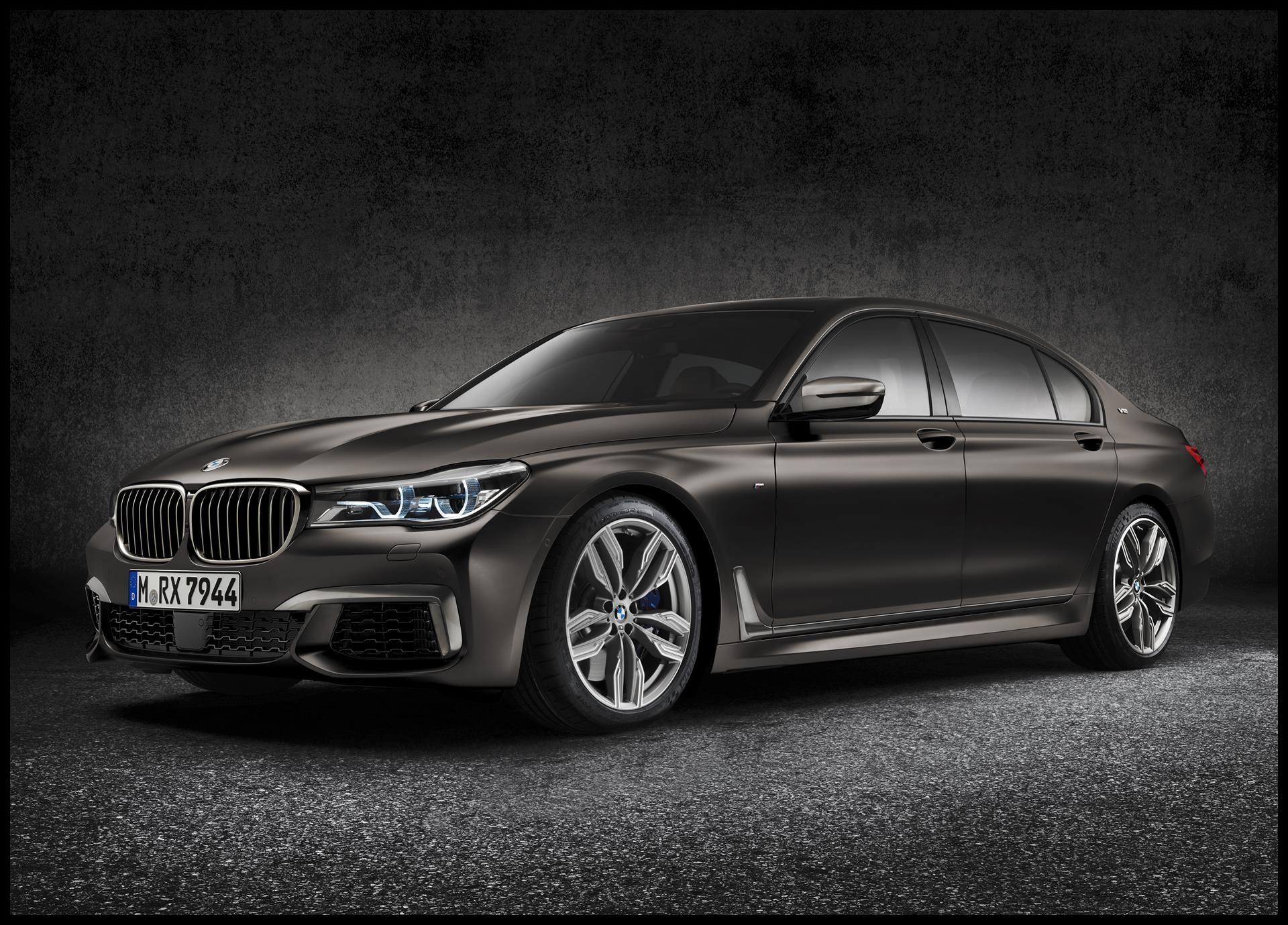 2017 BMW M760i xDrive image 01