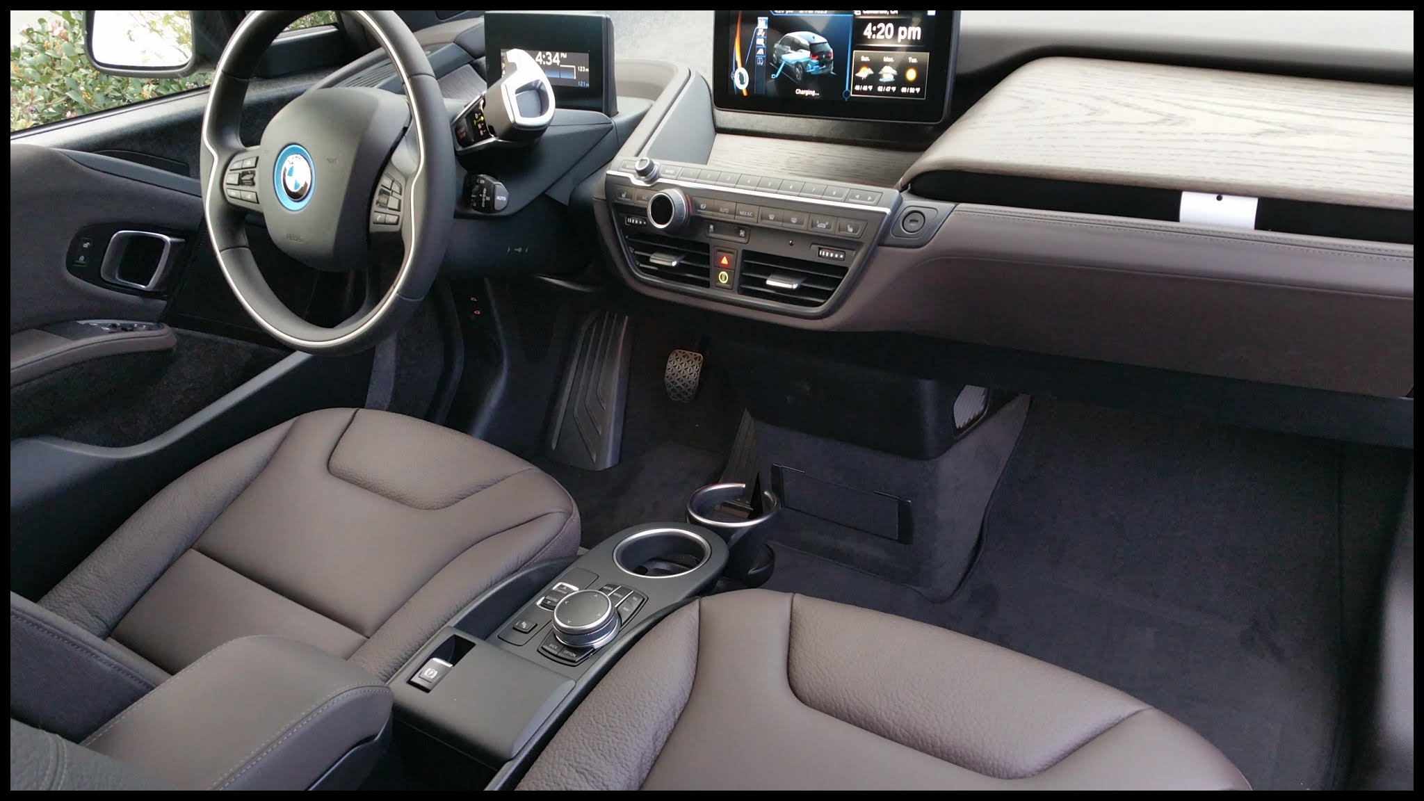 2017 BMW i3 33 kwh Terra interior via warren m