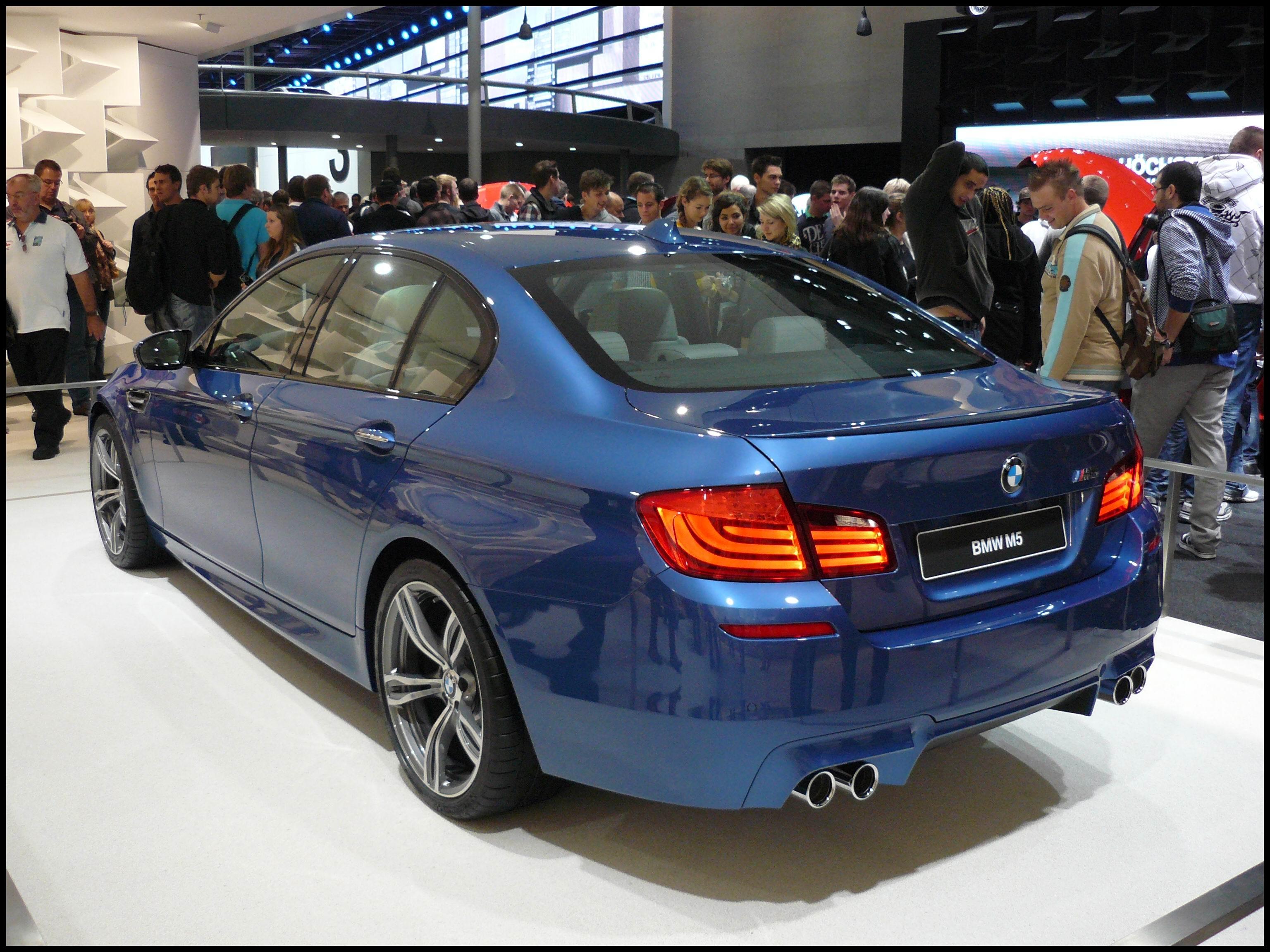 File BMW M5 2011 JPG