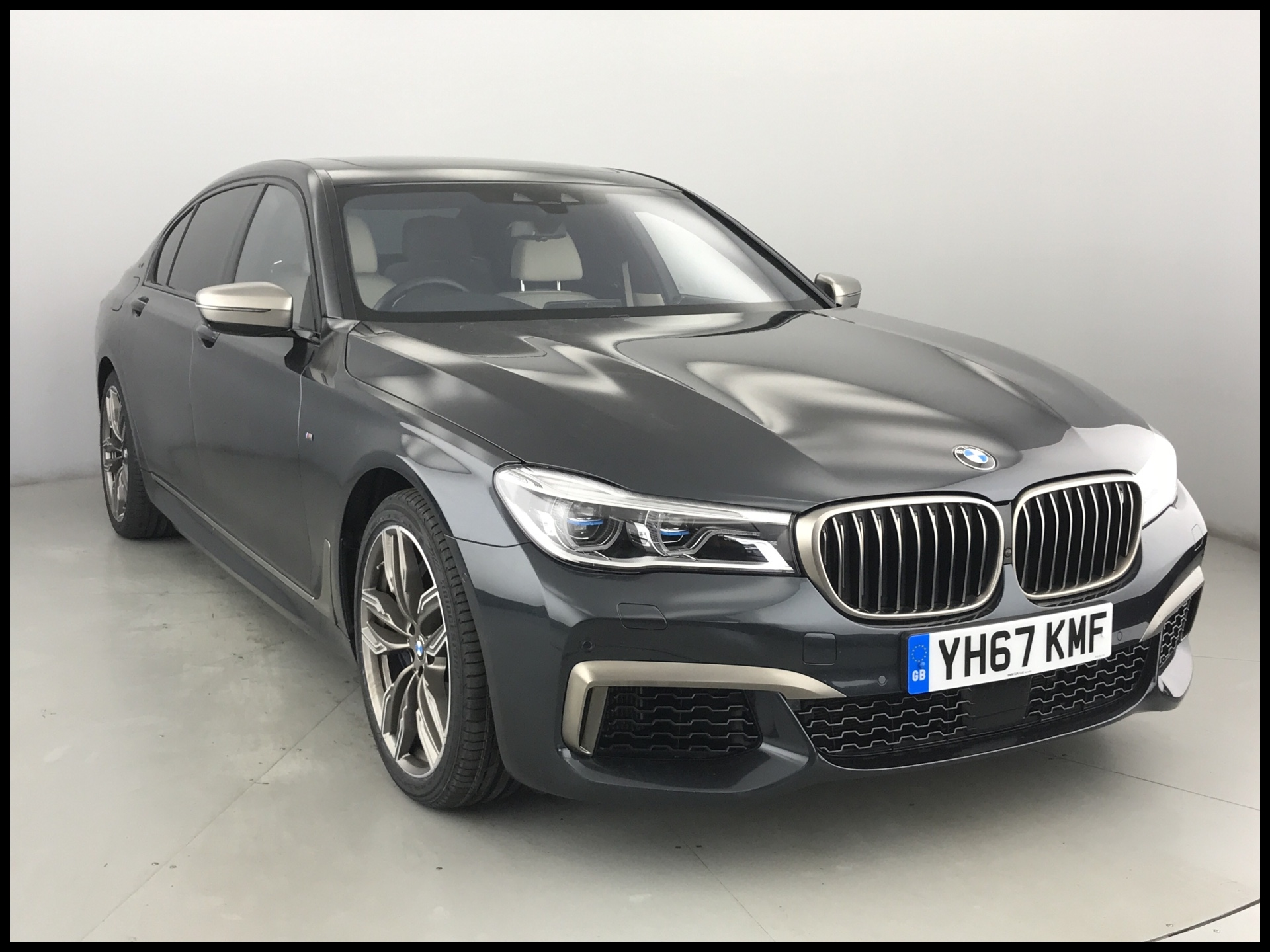 BMW 7 Series M760Li xDrive V12 6 6 4dr 360 still image