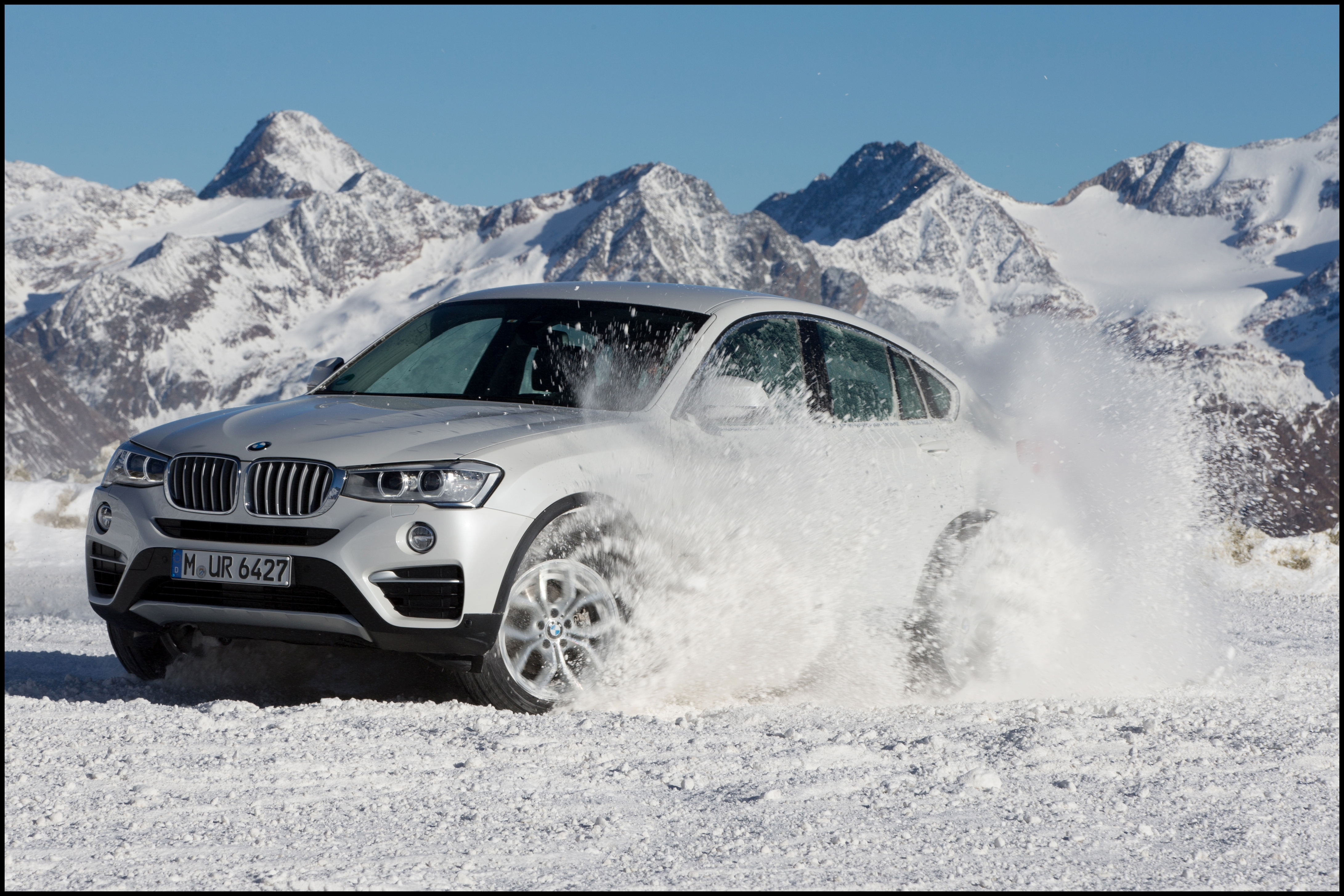 2016 BMW X4 front side view