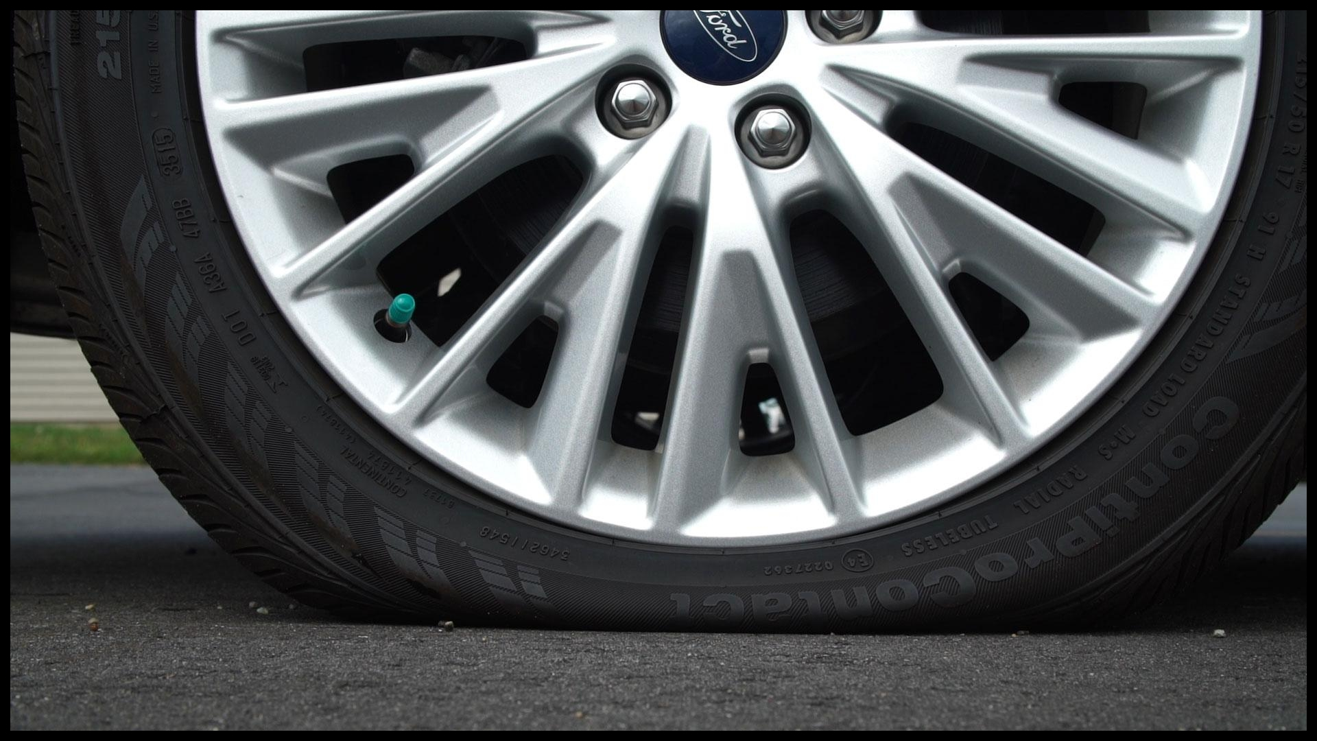 Autos Tips Changing a Flat Tire
