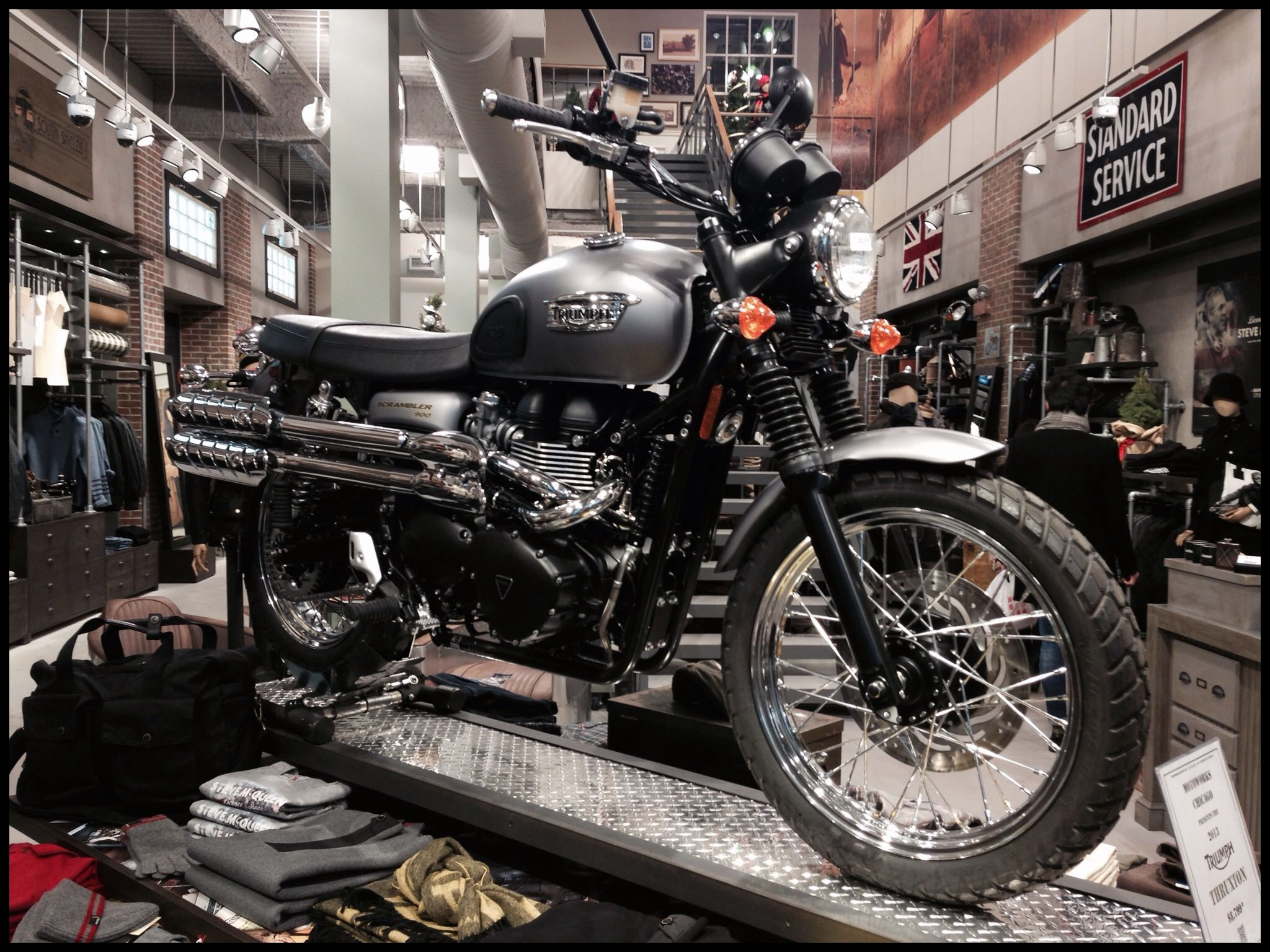 Chicago Bmw Motorcycles Beautiful Triumph In Barbour Store Chicago Vintage Motorbikes