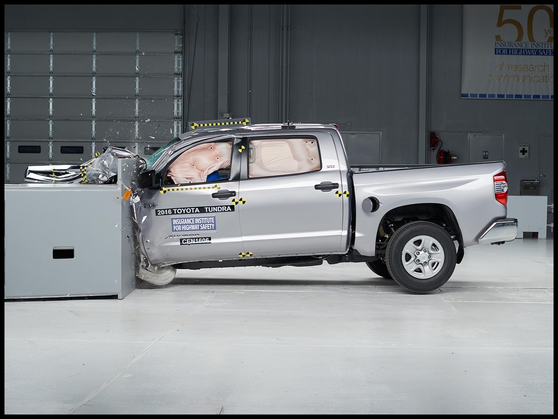 2016 Toyota Tundra crew cab driver side small overlap IIHS crash test