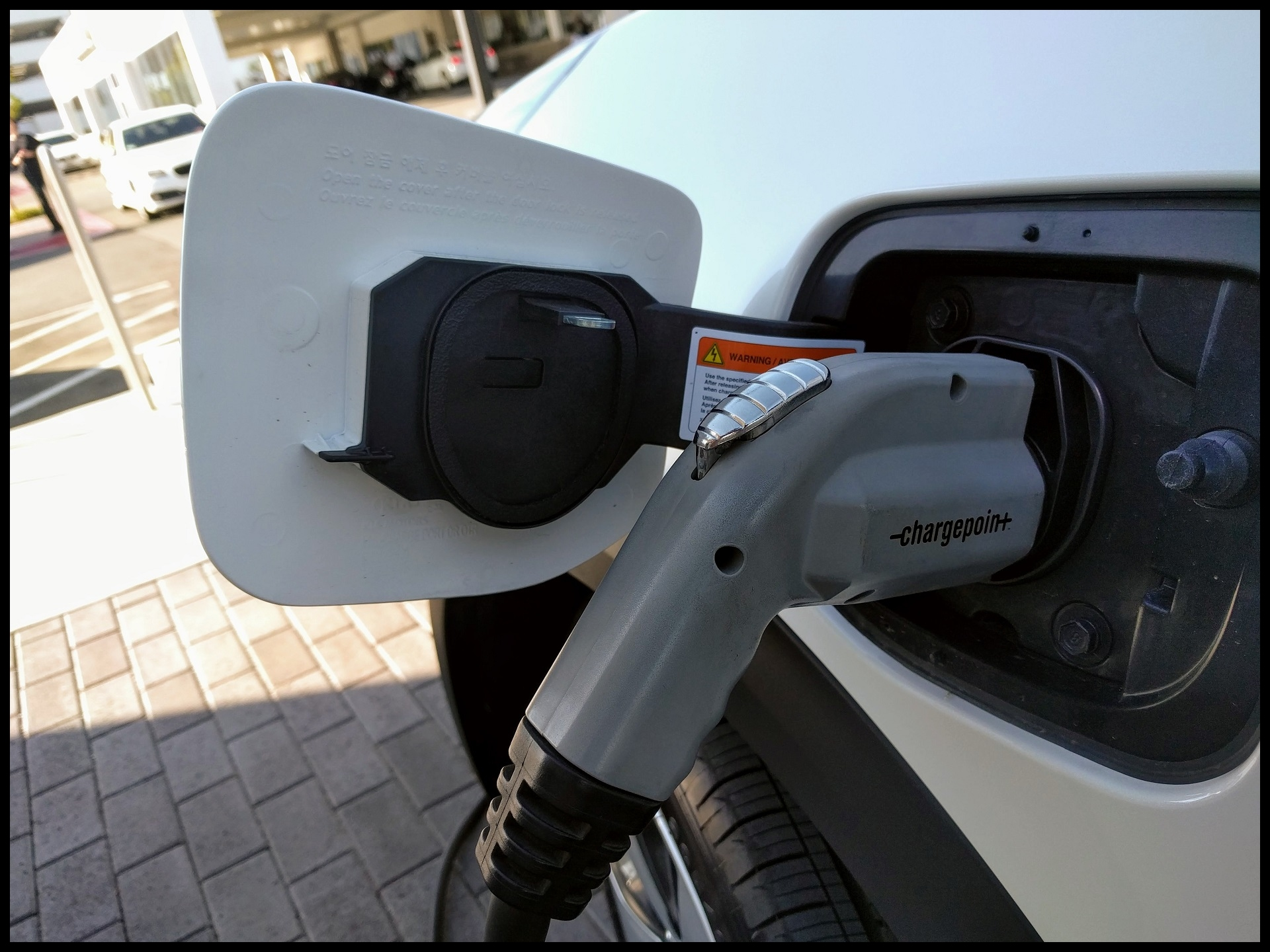 PG&E launches program to install 7 500 electric car charging stations in California