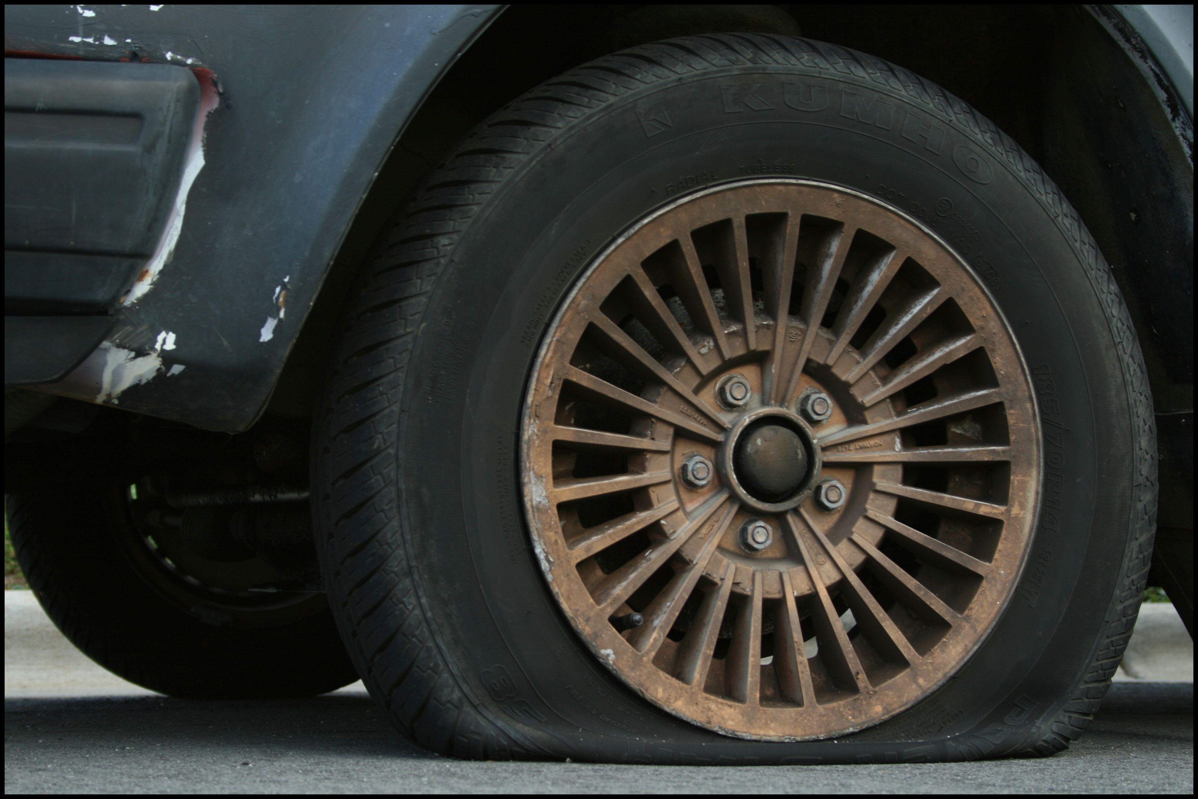 2008 08 19 Flat tire 57fa71f95f9b586c357dca12