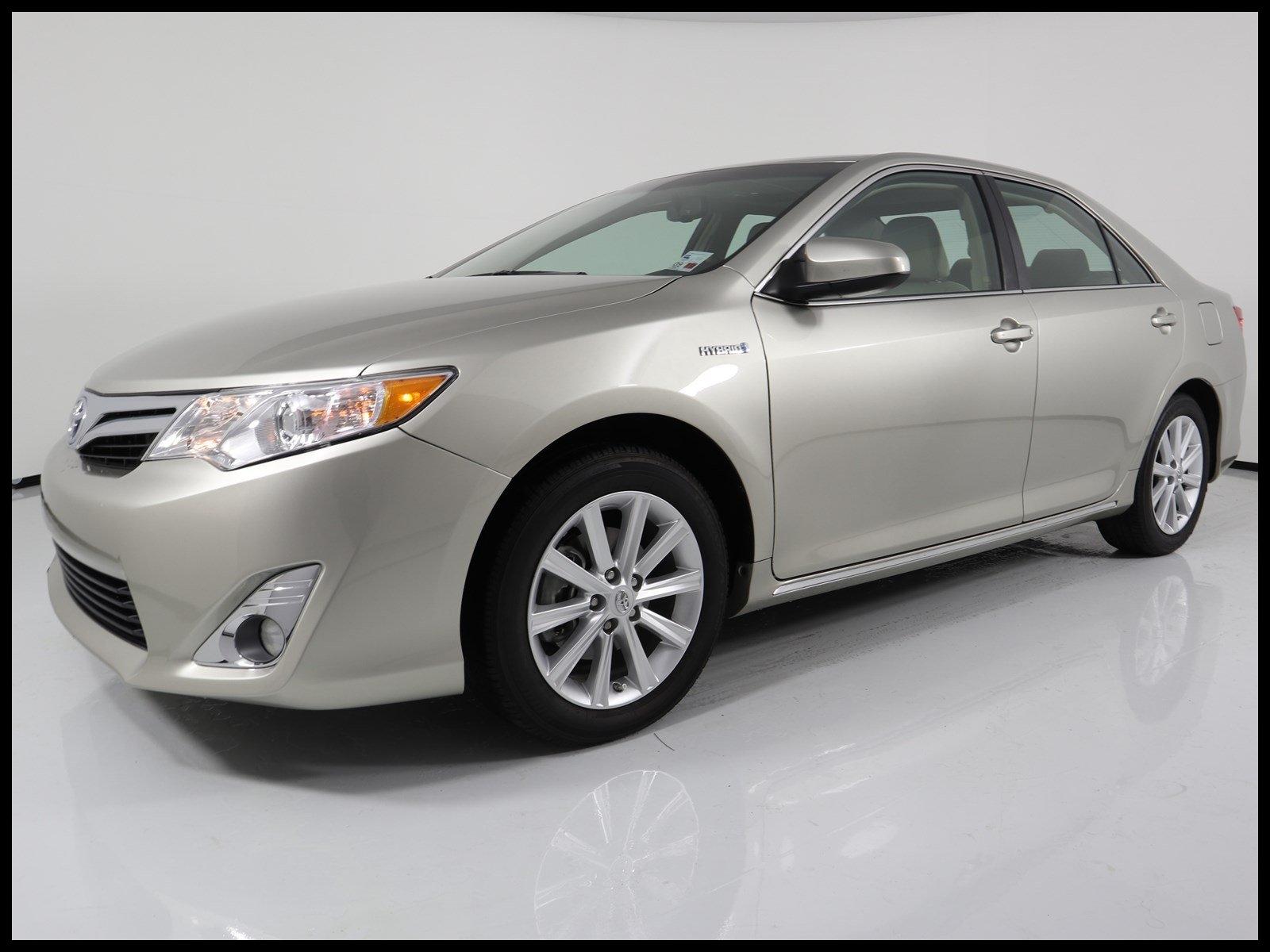 Pre Owned 2014 Toyota Camry Hybrid Hybrid XLE