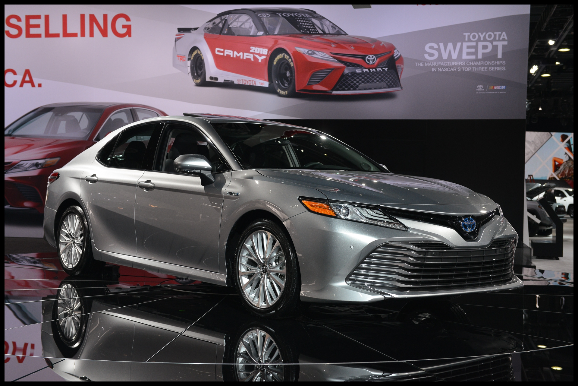 2018 Toyota Camry Hybrid two different battery packs best in class fuel economy claimed