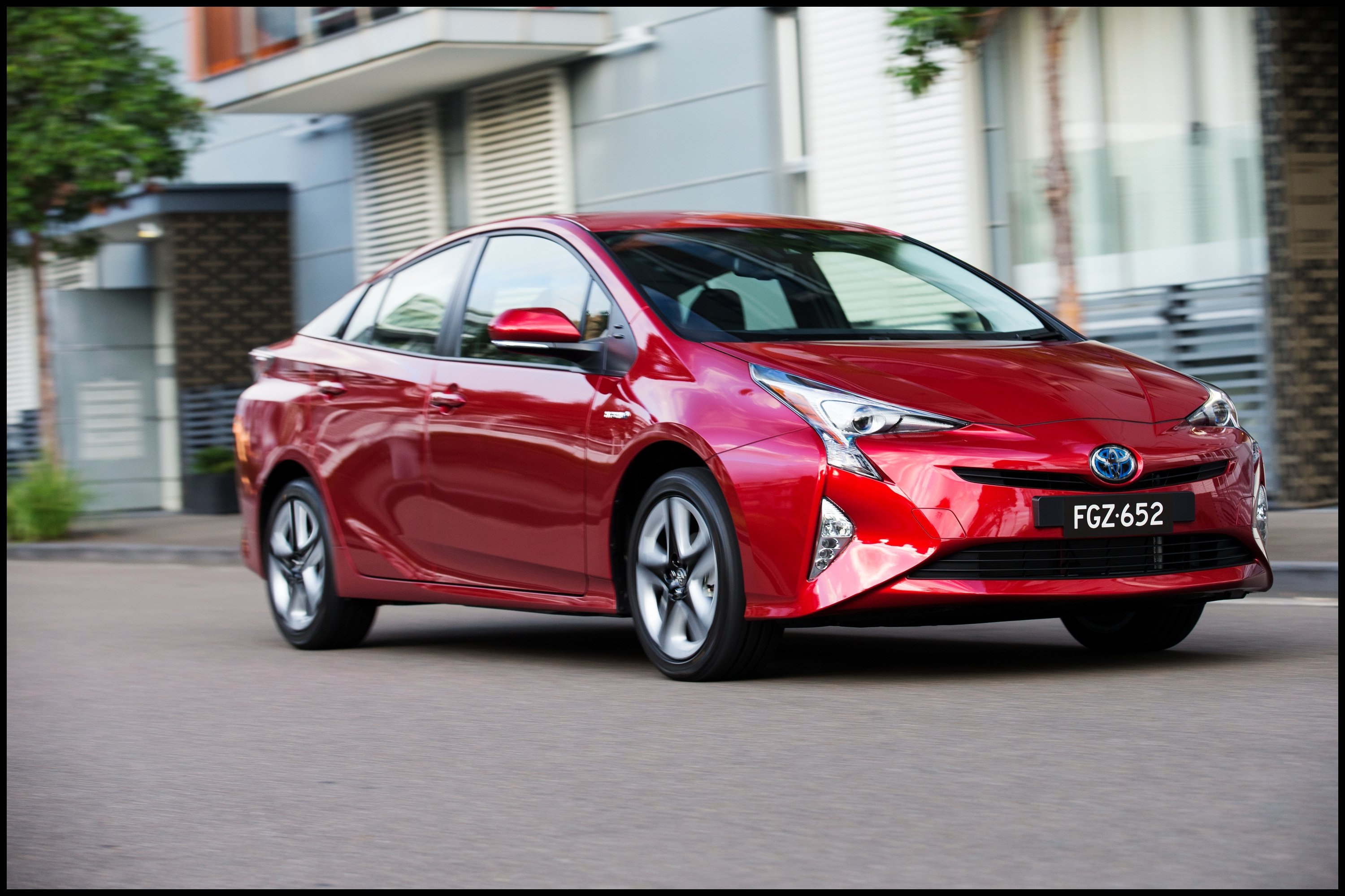 2016 Toyota Prius pricing and specifications