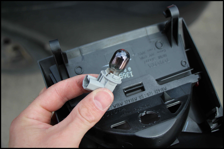 Toyota Yaris Brake light bulb replacement