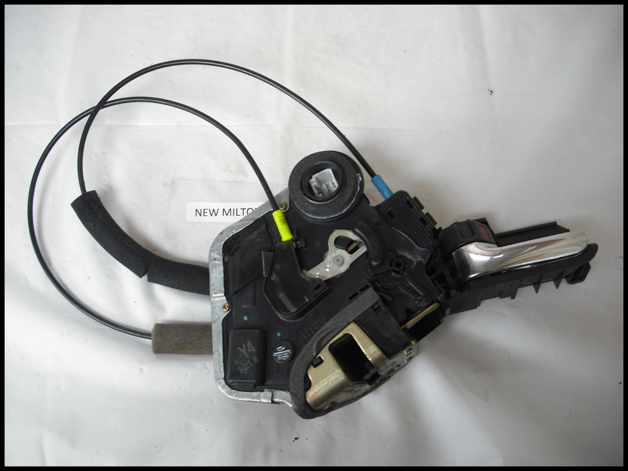 TOYOTA AVENSIS MK2 REAR DOOR CATCH WITH CENTRAL LOCKING ACTUATOR N S LEFT