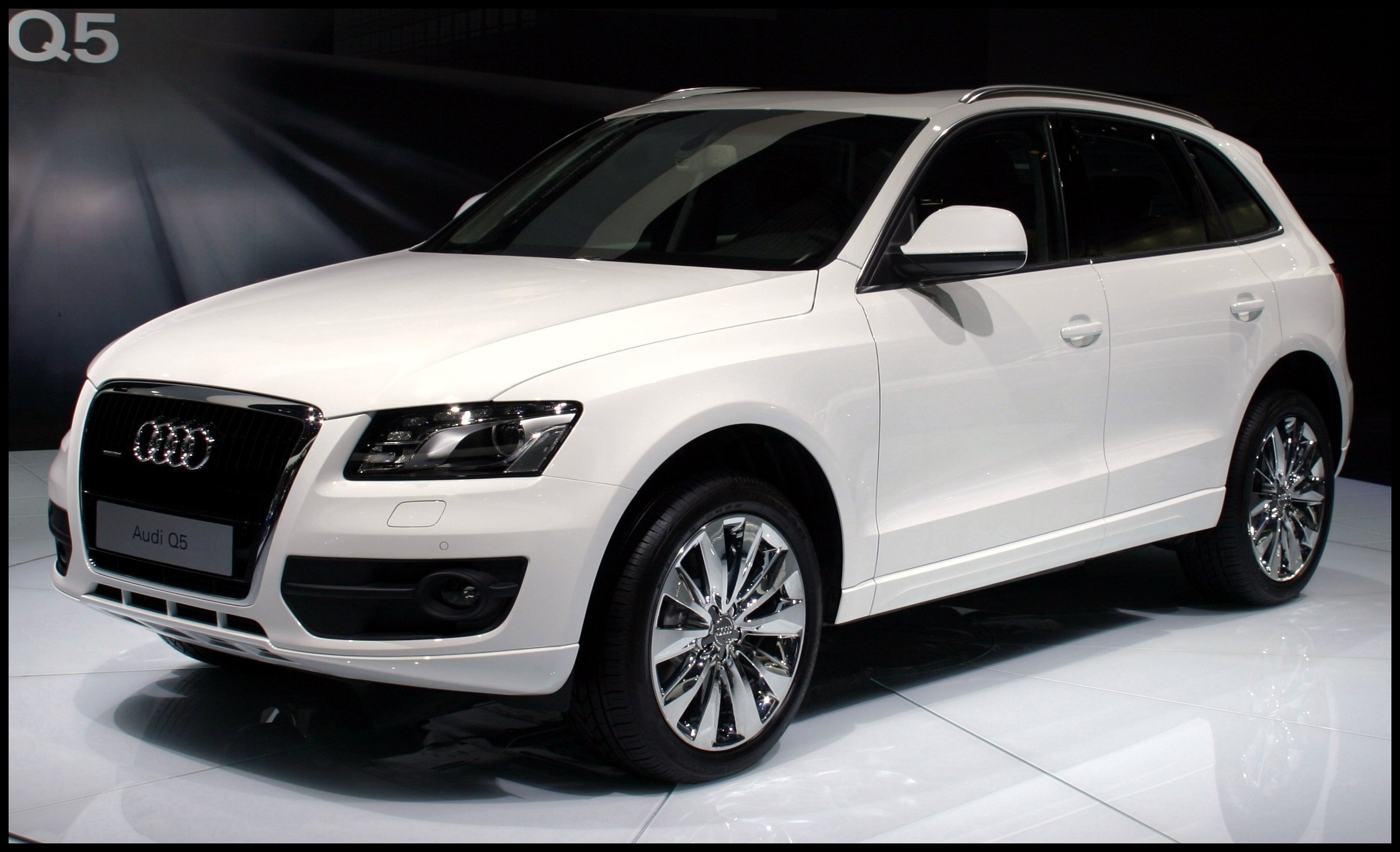 Audi Q5 white 3
